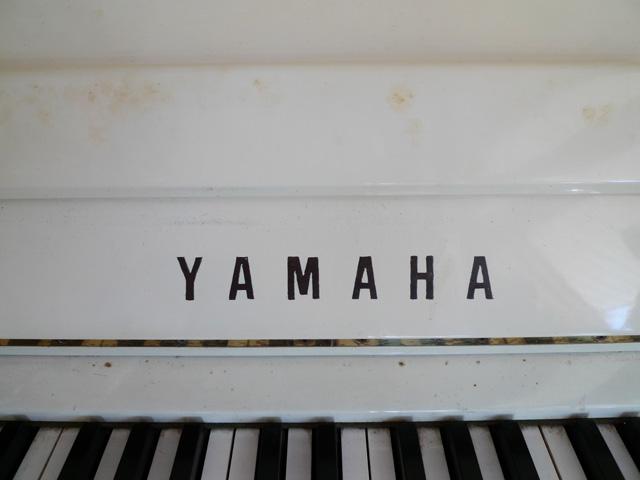 白いピアノの変色