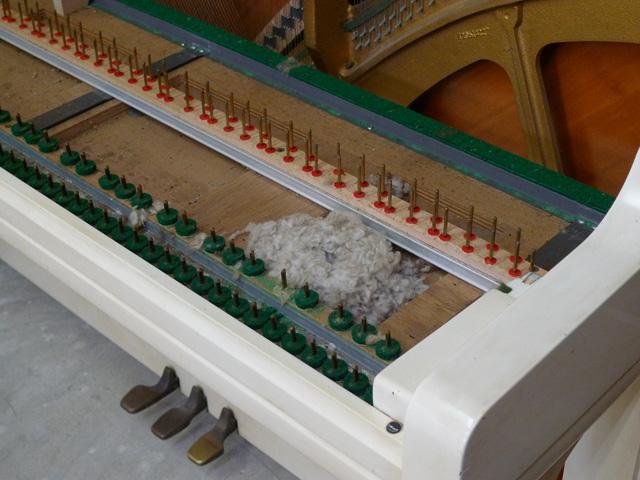 白いピアノの変色直し