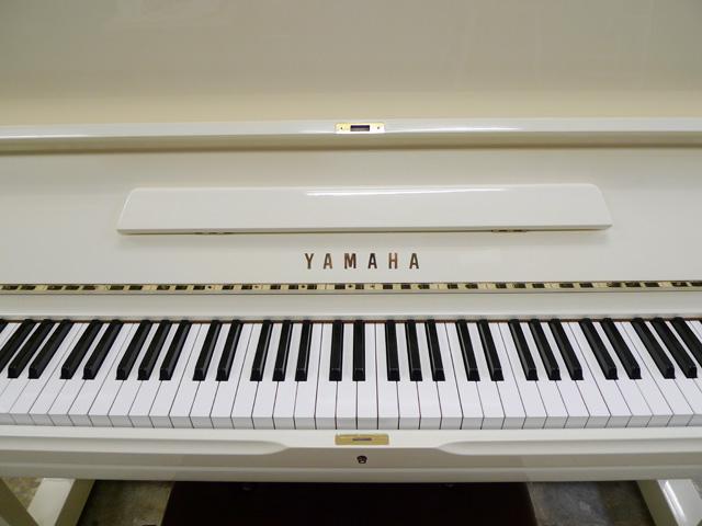 再仕上げした白いピアノ