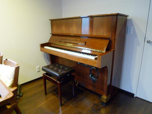 変色したピアノ